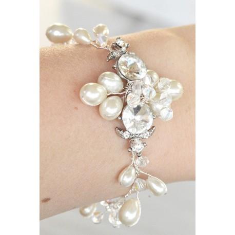 Pearls bracelet for weddings