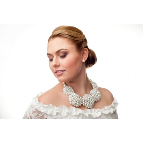 Huge bridal pearls necklace